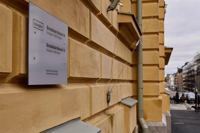 Anrika svenska skolfonder i Helsingfors har underställts en tuffare kontroll. Helsingfors stad vill ha en bättre insyn i hur pengarna används. Beslutet berör bland annat Grundskolan Norsen.