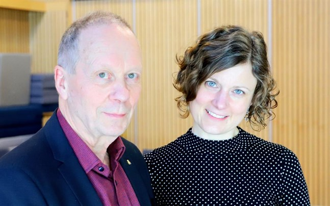 Läkare Björn Forsén och Mikaela Hermans från Nykterhetsförbundet hälsa och trafik föreläste om äldres alkoholkonsumtion för personal inom äldreomsorgen.