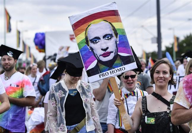 Rysslands president Vladimir Putin lär inte stärka sina aktier i gaykretsar efter sitt senaste uttalande om att äktenskapet uteslutande är ett heterosexuellt arrangemang. Bilden är från en tysk demonstration 2019.