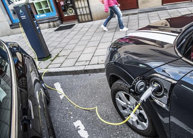 Styrmedel till miljöbilar är kostsamma i förhållande till hur effektiva de är, konstaterar Riksrevisionen.