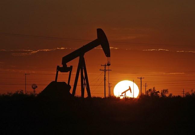 Minskad efterfrågan på olja syns bland annat i USA:s kommersiella råoljelager, som ökade med 7,5 miljoner fat till 442,5 miljoner fat under förra veckan, enligt statistik från den amerikanska energimyndigheten EIA. Arkivbild