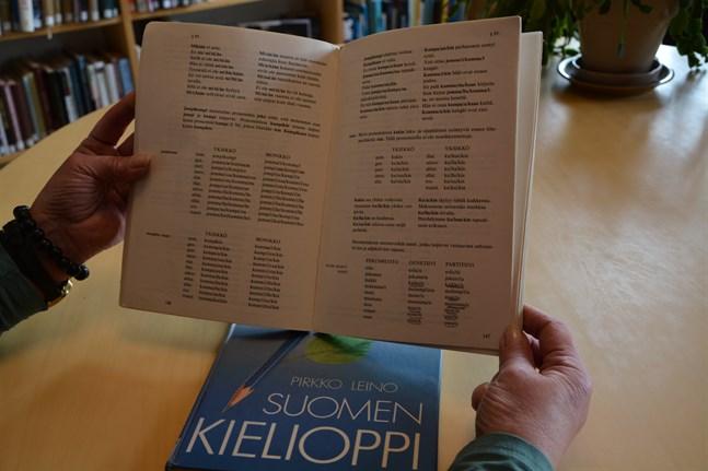 Mera muntliga övningar i stället för all grammatik är finlandssvenska ungas recept för att lära sig bättre vardagsfinska i skolan.