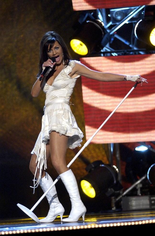 Lena Philipssons väckte stor uppmärksamhet med sitt mikrofonstativ – och vann Melodifestivalen 2004. Arkivbild.