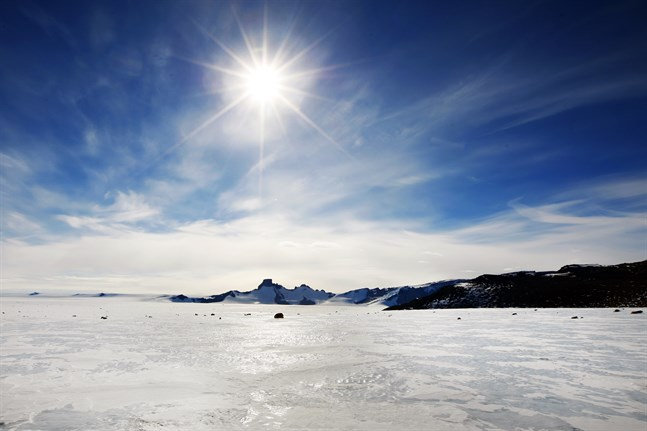 Rekordvärme har uppmätts i Antarktis. Bilden visar området runt den norske forskningsstationen Troll i Drottning Mauds land på Antarktis.