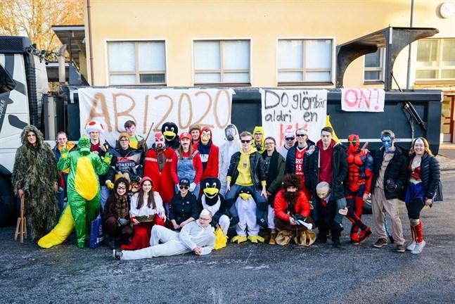 Abiturienterna från Topeliusgymnasiet på penkis 2020.