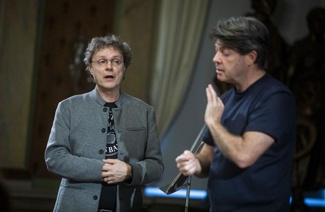 """Vasasångaren Tom Nyman var solist i Benjamin Brittens """"Serenad för tenor, valthorn och stråkar"""". Gästande dirigenten Nick Davies ledde Vasa stadsorkester."""