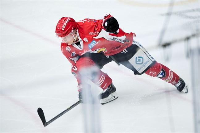 Lari Heikkinen gjorde sin första ligamatch för säsongen, var med i förarbetet till Erik Riskas 1–1-mål och får beröm av tränaren Risto Dufva.