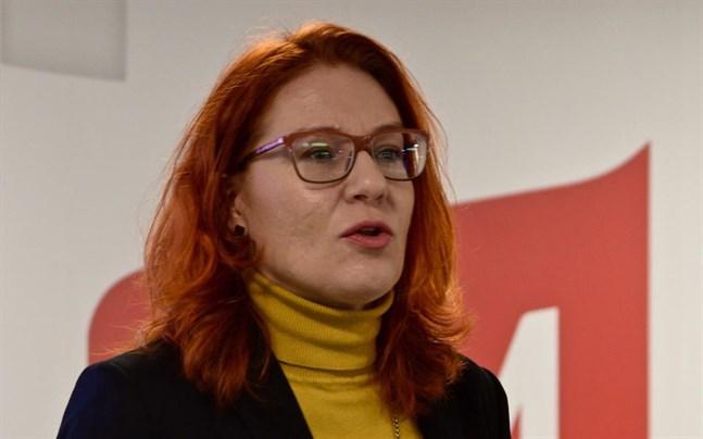 Servicefacket Pams ordförande Annika Rönni-Sallinen meddelar på fredagseftermiddagen om nästa veckas strejk inom handelsbranschen blir avblåst eller inte.