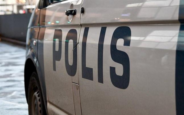 Polisens utredning av torsdagens dråp i Björneborg fortsätter. Den misstänkta förövaren häktades på fredagen.
