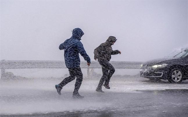 Räkna med blåst och regn i helgen på flera håll i Sverige.