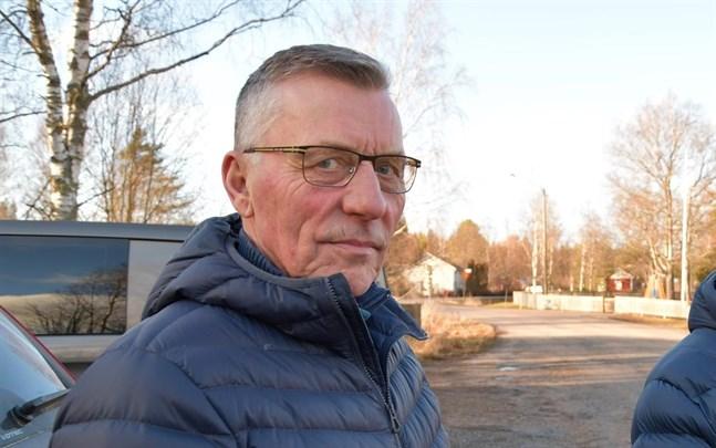 Olav Sjögård är besviken över att bara fyra sökte stadsdirektörstjänsten. Han hoppas att ansökningstiden förlängs.