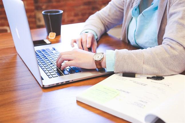 Det är många viktiga beslut som ska fattas när man ansöker om en studieplats. Ett bra råd är att vara noggrann och väl förberedd – både när det gäller ansökan och eventuella urvalsprov och lämplighetstest.