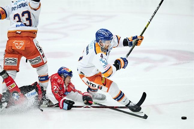 Det blev platt fall för Eemil Erholtz och Sport mot ligatvåorna Tappara i kväll.