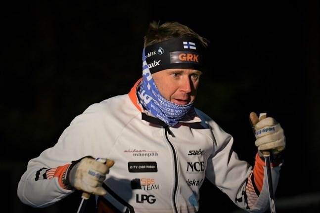 I programmet Sportliv berättar Hans Mäenpää om hur han sadlade om från missbruk till stenhård idrottslig träning som 30-åring.
