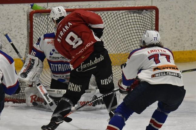 Filip Stråka visade vägen genom att göra 1–0 i segermatchen mot Titaanit.