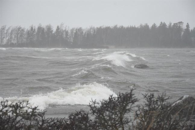 På havsområdena kan en vindstyrka på upp till 30 meter i sekunden uppmätas.