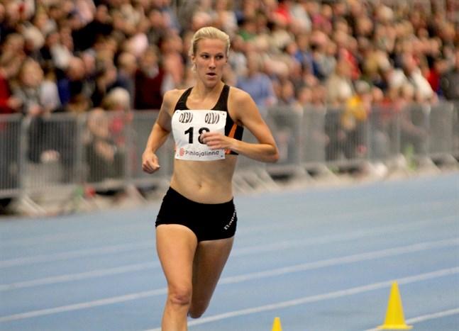Camilla Richardsson plockade ett FM-guld på 3?000 meter. Nu åker hon till Dubai för att löpa halvmaraton.