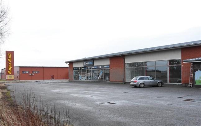 Det tyskägda bolaget Würth kommer att öppna en butik i det här affärshuset, granne med bilaffären Vaihtokaara.