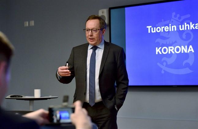 Näringsminister Mika Lintilä (C) oroar sig för coronavirusets inverkan på underleverantörskedjorna.