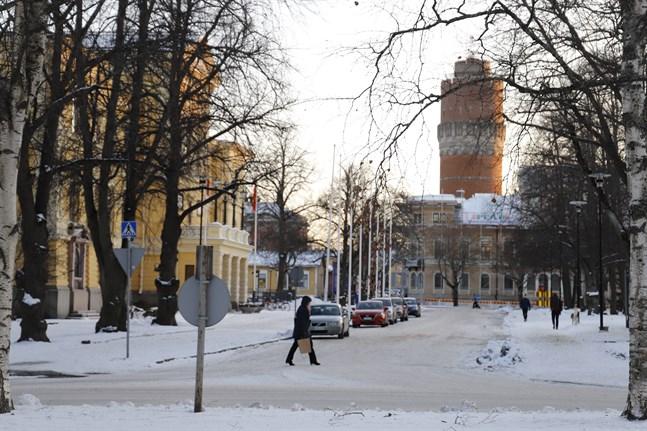 """Det är sorgligt att """"de lyckliga människornas stad"""" håller på att bli en populistisk slogan, skriverSinikka Terenius-Heikkilä apropå en insändare i """"wc-debatten"""" från Vasas stadsstyrelseordförande."""
