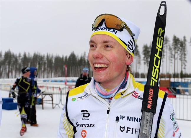 Glad som en lärka. Ylistarokillen Johannes Vuorela åkte ankarsträckan för IF Minken i junior-FM och förde sitt lag från femte plats hela vägen upp på guldpallen.