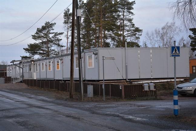 Daghemmeti Kaskö har nu 52 barn inskrivna medan daghemsbarackerna är dimensionerade för 40 barn.