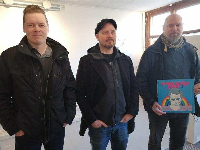 """Stigande intresse för """"riktig"""" musik. Mika Rintala, Ari-Pekka Savolainen och Pekka Hietalahti har märkt att intresset för vinyler och cd-skivor har varit på stigande de senaste åren."""