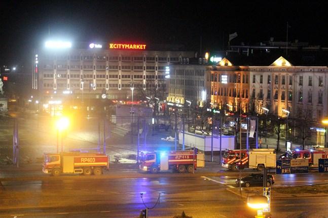 Flera enheter ryckte ut till Sokos Hotel Vaakuna i Vasa på tisdagsmorgonen.