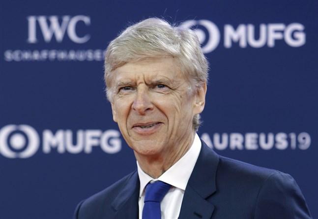 Arsène Wenger har tröttnat på hur offside döms efter att VAR tagits i bruk.
