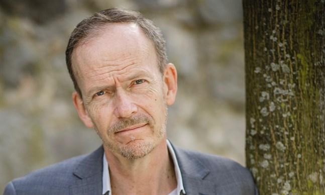 Mikael Kurkiala växte upp i Jakobstad. Hans bok handlar om hur religiösa traditioner ofta bär på djupa insikter om människans inre.