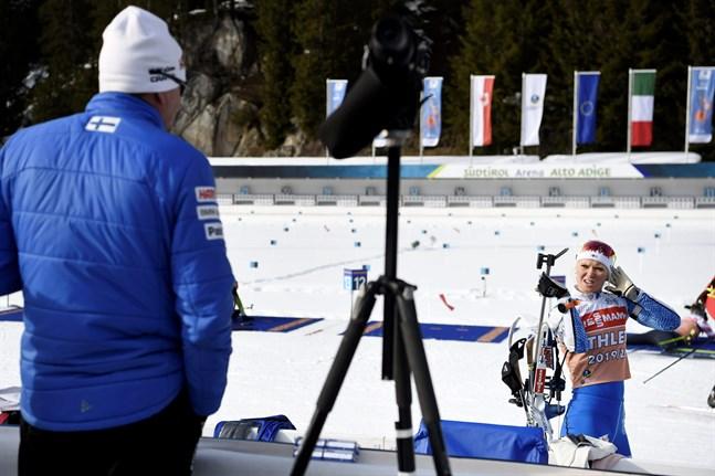Mari Eder under måndagens träningspass på skjutvallen i Antholz, där en farosituation uppstod på tisdagen.