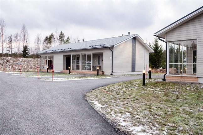 Sandbackens radhus i Sandsund färdigställdes för ett par år sedan. Men redan nu finns ett stort behov av fler radhuslägenheter att hyra i området.