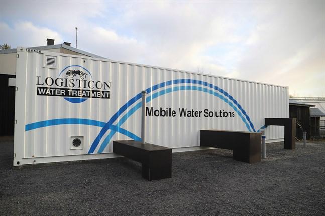 Det mobila vattenreningsverket är här för att stanna. Korsnäs kommun ska köpa det efter att ha hyrt det i ett år.
