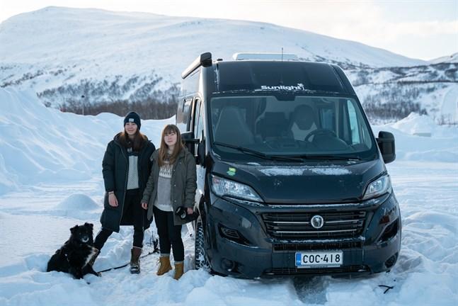 Elin Åsvik och Emilia Wik ska köra runt i Europa ett år med husbil. Det är en dröm som går i uppfyllelse.