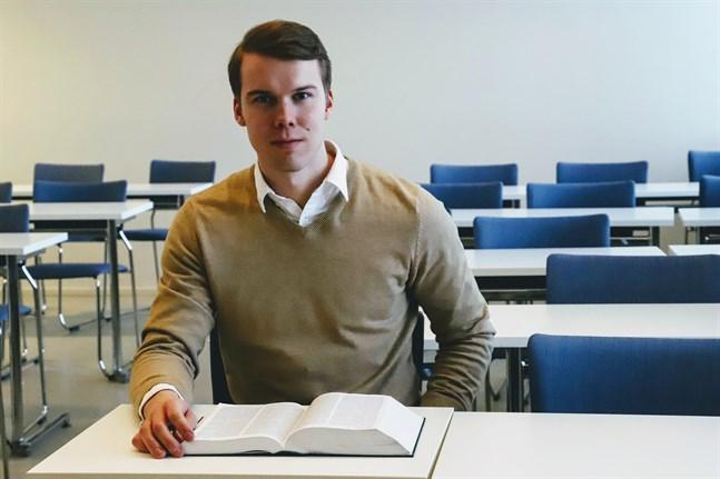Jonas Holm är ordförande för ämnesföreningen Justus vid Helsingfors universitets juristutbildning i Vasa.