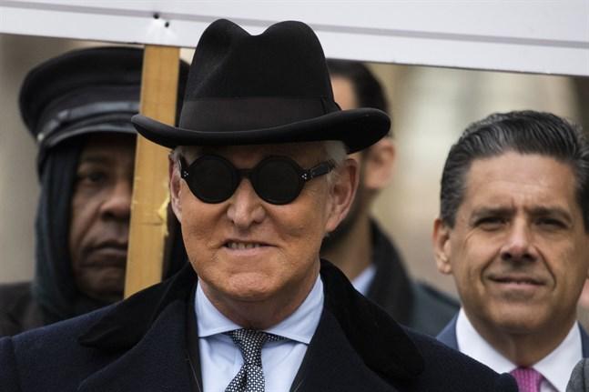 Roger Stone, tidigare rådgivare åt USA:s president Donald Trump, på väg till rättssalen på torsdagen.