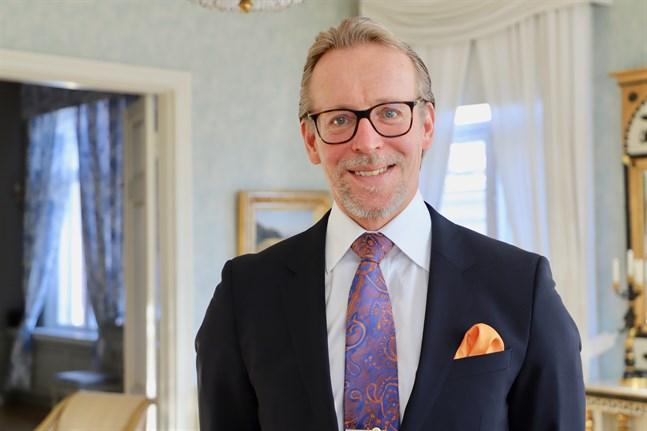 Ulf Nylund jobbar till vardags som vd på Vasa andelsbank. Han är styrelseordförande för Österbottens handelskammare som nu söker ny vd när Juha Häkkinen går i pension.