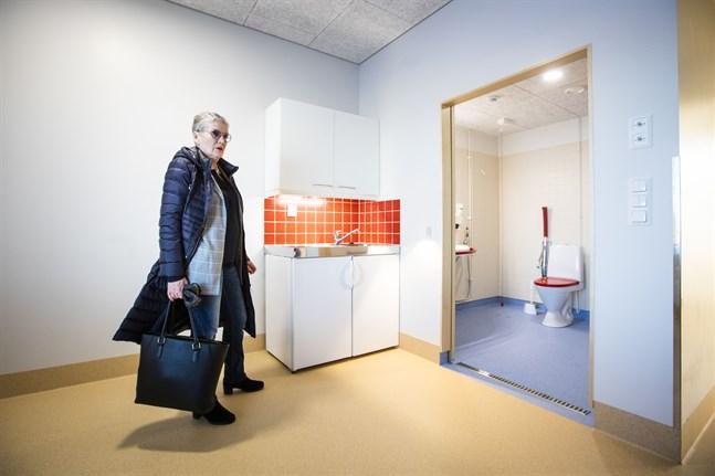 Therese Sten-Nordström, äldreomsorgschef i Malax, ändrade sitt beslut om besöksregler.