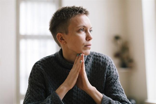 Som barn och tonåring bodde författaren Lina Bonde i Nykarleby. Sedan dess har hon bott i Köpenhamn, Berlin och Helsingfors. – Rollerna ser annorlunda ut i storstäder, men de är inte alltid bättre, säger Bonde.