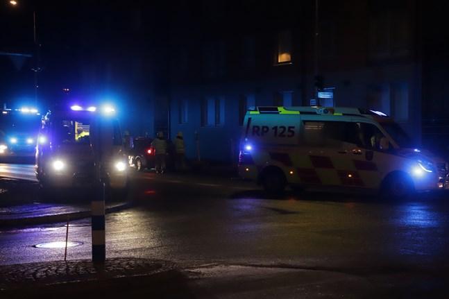 Två bilar krockade i korsningen mellan Verkstadsgatan och Kvarngatan i Vasa på fredag kväll.