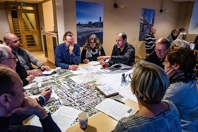 Deltagare från olika verksamheter i stadens centrum diskuterade vad som är viktigt  att beakta när planen för stadsbygget nu utformas.