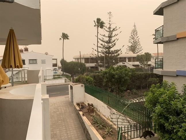 Sikten är dålig och det blåser kraftigt på Gran Canaria. Luften är full av små sandkorn, skriver Jukka Kanerva.