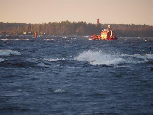 Något istäcke mellan Ådön till Mässkär ö finns inte. Det blir inget Vintercafé på Mässkärr under sportlovet. Bilden är tagen från Ådö fiskehamn 24 februari 2020.
