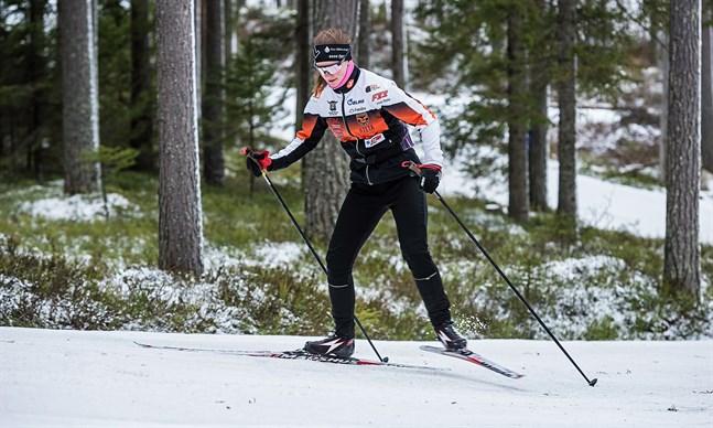 Ännu i måndags tränade Hanna Ray på hemmaplan i Lappfors, men redan i tisdags lyfte planet mot Prag. Därifrån blev det sedan busstransport till VM-orten Oberwiesenthal i Tyskland.