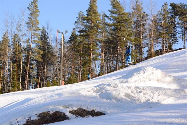 En del av tjusningen med att åka slalom är att flyga i hoppbacken, tycker Benjamin Silander.