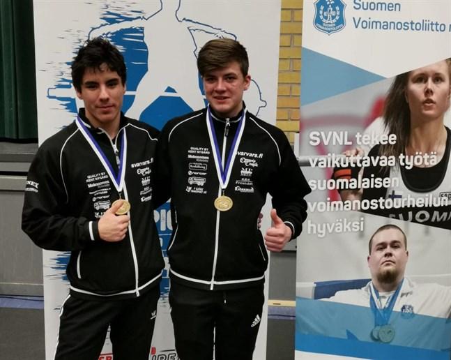 Nykarleby Kraftklubbs Anders Nygård och Lucas Knuts lyfte båda guld när FM i klassisk bänkpress avgjordes i Salo i helgen.