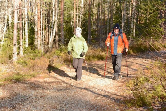 Pirkko och Erling Äbb motionerar flera gånger i veckan i området kring Bötombergen.