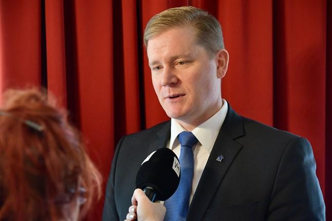 Finlands Polisorganisationers Förbunds ordförande Jonne Rinne kräver att polisens budgetanslag ska ökas med 100 miljoner euro per år.