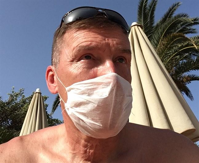 Hotellgästerna har fått munskydd, men Peter Furu säger att allt fler tar av sig skydden.