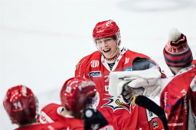 Lari Heikkinen gjorde en bra match och fick fira sitt första ligamål.